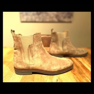 Vince suede Chelsea boot